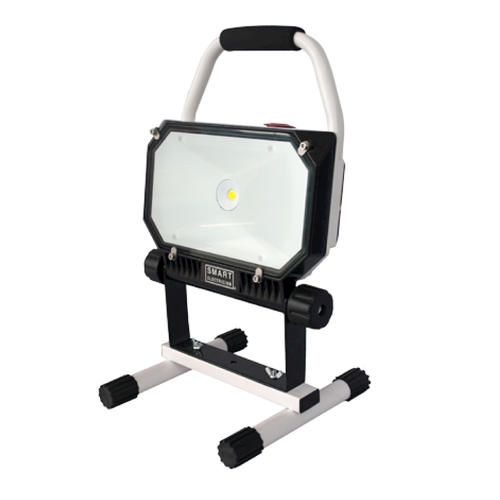 smart electrician 1 light 5 000k 800 lumen 11 watt led rechargeable work light at menards. Black Bedroom Furniture Sets. Home Design Ideas